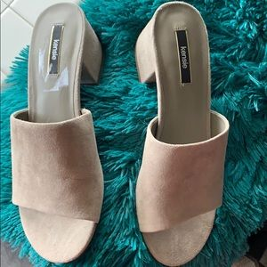 Kensie  size 8 .5 shoe  taupe color